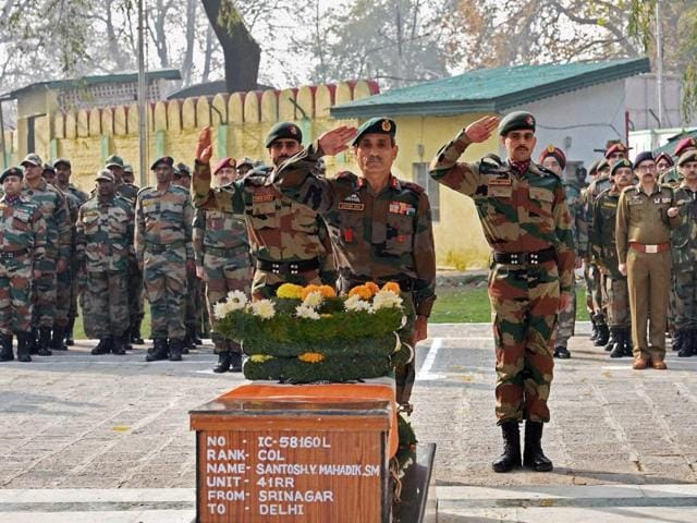 General Officer Commanding,15 Corps, Lt Gen Satish Dua paying tribute to Colonel Santosh Y Mahadik during wreath laying ceremony at 15 Corps headquarters Badami Bagh in Srinagar on Wednesday. Col Mahadik was cremated with full military honours at his native village in Maharashtra's Satara district on Thursday, November 19, 2015.