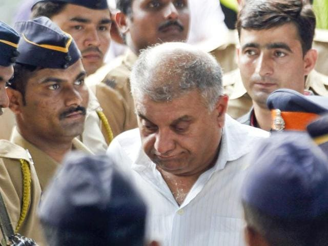 Peter Mukherjea arrested by CBI for Sheena Bora murder case and taken from CBI office to Killa court in Mumbai.