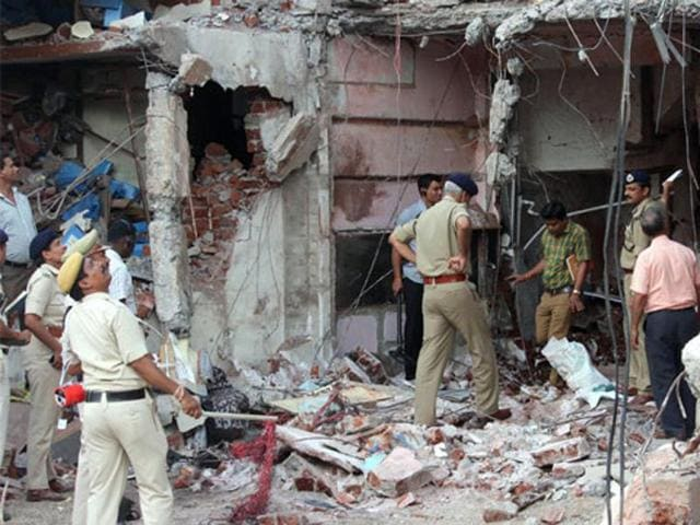 RTI activist Ajay Dubey also showed letters to allege that the Sagar Forensic Lab had failed to test the evidences collected from the Jhabua blast site, thus keeping the further investigations pending.
