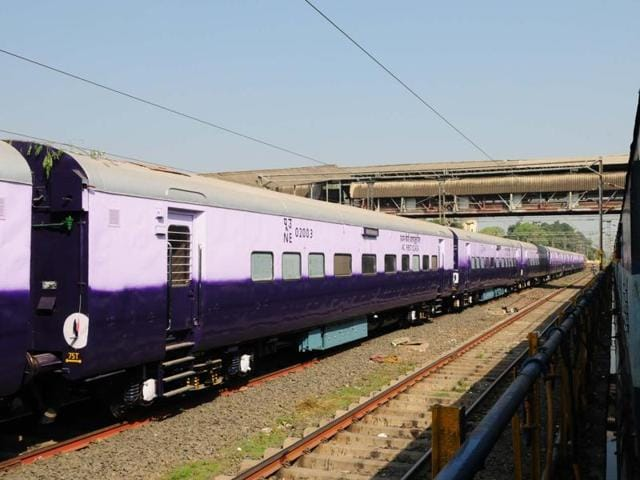 The theft occurred on the Nanded-Sriganganagar Express between Bhopal and Gwalior stations.