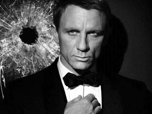 British actor Daniel Craig poses in front of a Tyrolean Alps panorama during a photo call of the new James Bond film Spectre in the Austrian ski resort of Soelden on January 7, 2015.(AFP)