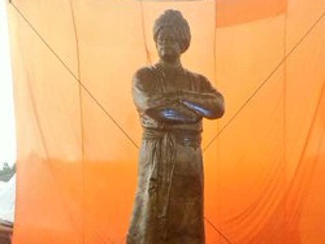 PMModi unveil's Vivekananda's statue in Kuala Lumpur.