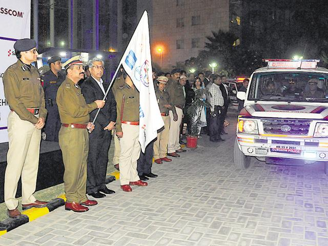 Haryana DGP Yashpal Singhal, flags off five PCR vans, which were contributed by IT companies uder the Community Policing 2.0 initiative.