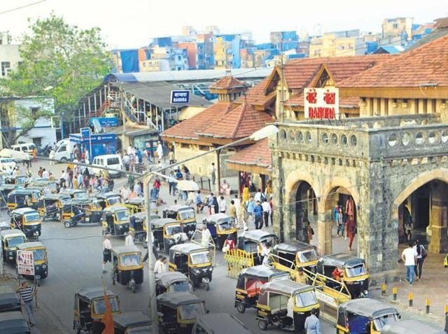 Bandra is regarded as the queen of the suburbs, but its station does not match the description. Built during the British era, this station is one of the busiest on Western Railway