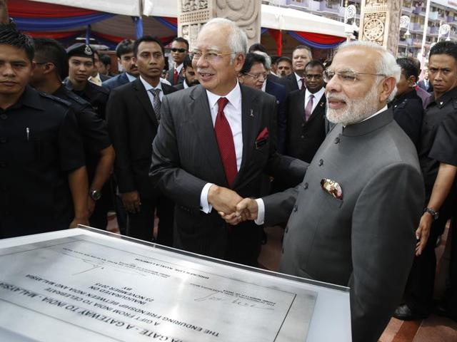 Malaysian Prime Minister Najib Razak, center left, and Indian Prime Minister Narendra Modi pose for photographs after the inauguration ceremony of the Torana Gate in Kuala Lumpur, Malaysia.