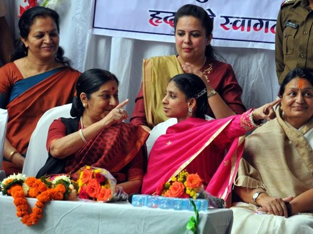 Geeta gestures to the media along with foreign minister Sushma Swaraj in Indore on Monday.