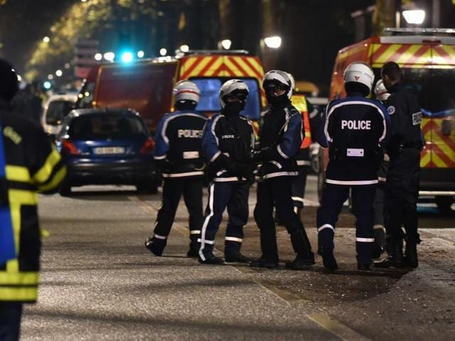 Police take up position near the scene of a shootout in Roubaix, northern France, November 24, 2015. Local authorities said the situation was not related to recent deadly attacks in Paris.