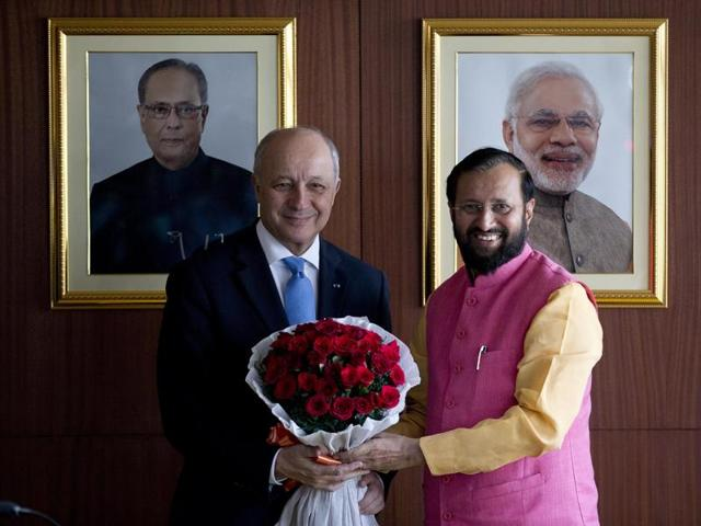French foreign minister Laurent Fabius, left, receives a bouquet of flowers from environment minister Prakash Javadekar in New Delhi.