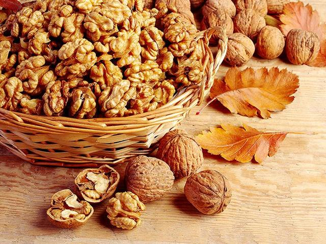 Eating less than a handful of walnuts daily can sharpen your memory, says a study. (Shutterstock)