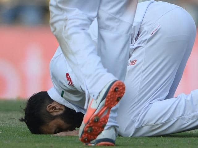 Imran Tahir kisses the ground in prayer after his five-wicket haul in India's second innings.