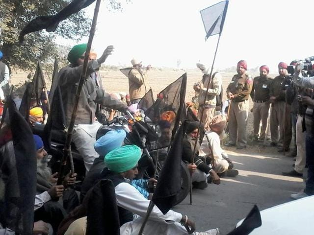 Activists of the Kissan Sangharsh Committee showing black flags to chief minister Parkash Singh Badal  during a sangat darshan programme at Bharowal village of Tarn Taran district  on Thursday.