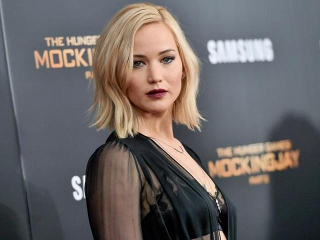 Jennifer Lawrence will direct her first film shortly. the actor is also writing a script with Amy Schumer.