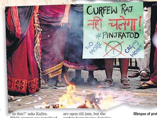 Delhi recently witnessed a protest by student activists belonging to Pinjra Tod: Break The Hostel Locks against the discriminatory and sexist rules for women staying in college and university hostels.(Courtesy/Pinjra Tod)