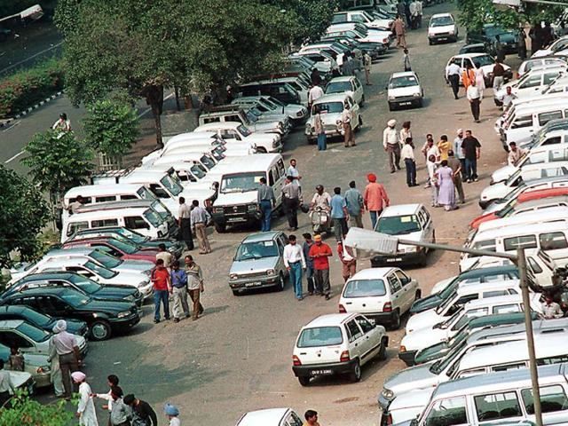 Around 2,000 cars are put up for sale at the market every Sunday, creating a lot of inconvenience to the visitors. ht photo
