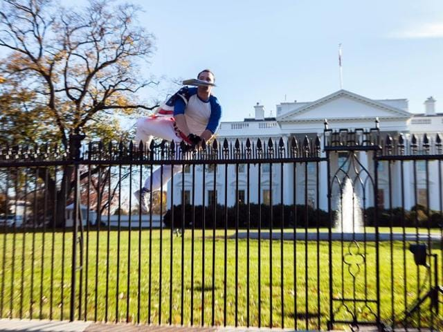 Man jumps White House