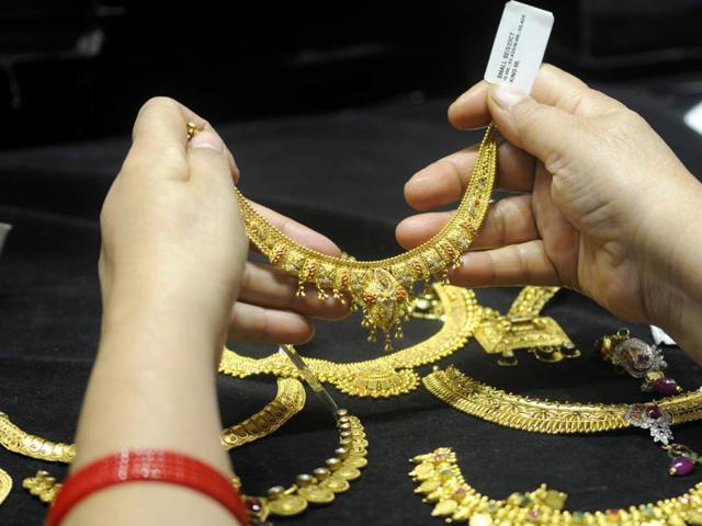 In the national capital, gold of 99.9% and 99.5% purity shed Rs 10 each to Rs 25,810 and Rs 25,660 per 10 grams, respectively.