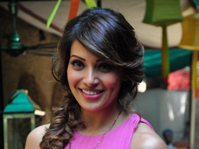 Bipasha Basu had a freak accident while on a shoot recently, thanks to a clumsy hair stylist.