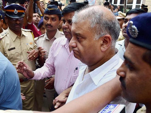 Peter Mukerjea being produced by the CBI at the Esplanade court in Mumbai on Thursday in connection with Sheena Bora murder case. Mukerjea was brought to New Delhi later in the evening by CBI for a possible polygraph and brain-mapping tests.