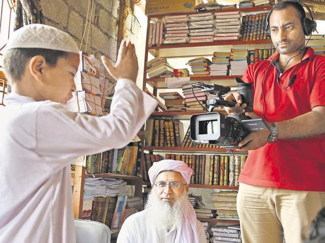 The documentary begins with an unnamed six-year-old being quizzed by Maulana Abdul Aziz Ghazi on all that he has learnt about jihad in his year at the Red Mosque madrasa.
