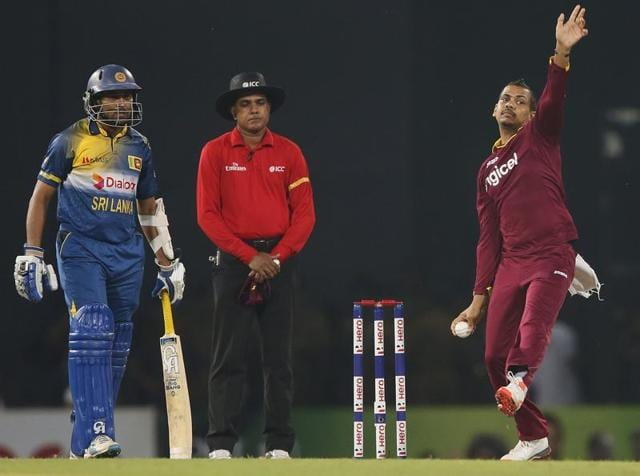 West Indies' Sunil Narine (R) bowls during their second Twenty 20 International cricket match against Sri Lanka in Colombo November 11, 2015.