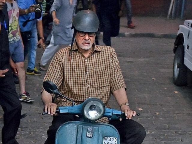 Amitabh Bachchan and Nawazuddin Siddiqui during the shooting for their upcoming film, near Victoria Memorial in Kolkata on Sunday.