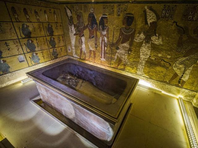 A picture taken on November 28, 2015 shows the sarcophagus of King Tutankhamun displayed in his burial chamber in the Valley of the Kings. Egyptian authorities are convinced that a secret chamber, possibly that of Queen Nefertiti, is located in Tutankhamun's tomb.