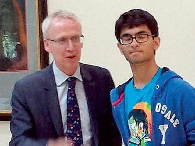 Sanchit Kapoor,, a 15-year-old Indian student in Dubai has scored a perfect 2400/2400 in the coveted Scholastic Aptitude Test exams.