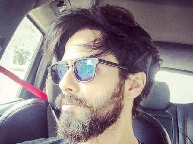 Shahid Kapoor is experimenting with different looks for Vishal Bhardwaj's next Rangoon.