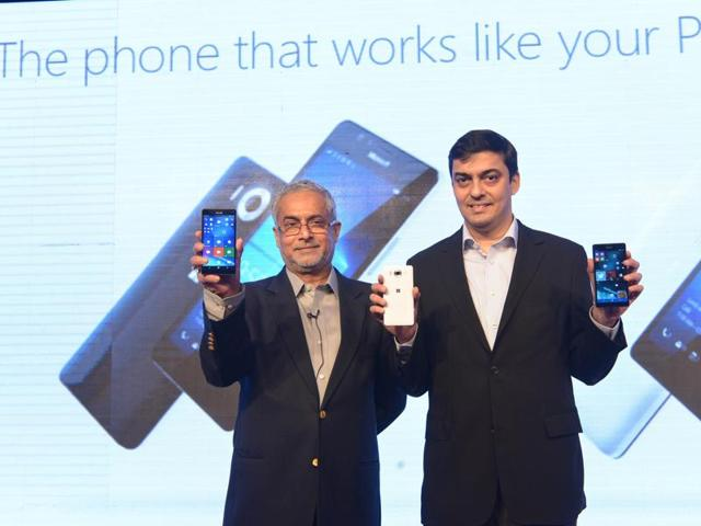 Bhaskar Pramanik, Chairman, Microsoft India (left) and Ajey Mehta, Country GM, Microsoft India, launched the company's flagship Mobile Devices Lumia 950 and 950XL in New Delhi.