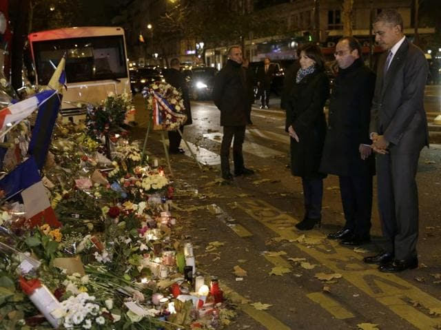 US President Barack Obama, right, French President Francois Hollande and Paris Mayor Anne Hidalgo pay their respect at the Bataclan concert hall.