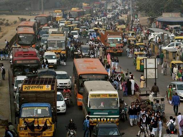 Heavy traffic is seen during a smoggy day in Delhi . Some 150 leaders will attend the start of the Paris conference on climate change, which starts on November 30, tasked with reaching the first truly universal climate pact.(AFP)
