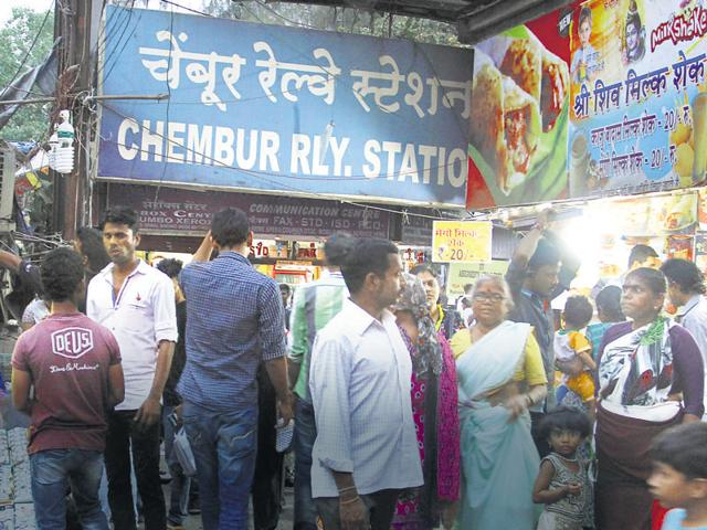 Chembur is one of the most crowded railway stations on the harbour line in the eastern suburbs.