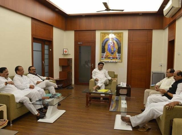Top state leaders from the Congress and the Nationalist Congress Party held ameeting on Monday to discuss thealliance for election to eight seats ofthe legislative council.