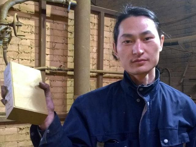 Beijing artist sucks up smog,Brick from pullted air,Wang Renzheng