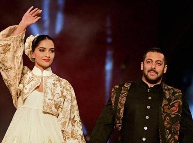 Salman Khan and Sonam Kapoor during Fashion Show by Fashion Design Council of India collaborated with Gujarat State Khadi & Village Industries Board , Second Edition of ' Huts to High Street ' at IIM, Ahmedabad on Saturday. (PTI)