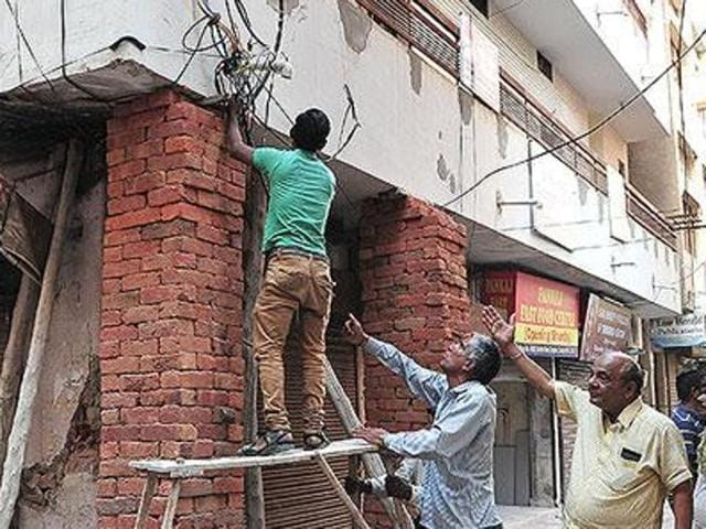 Rupinder Singh (27), whose family has been in the business of painting and plumbing in Chandigarh, SAS Nagar and Panchkula, says with the coming of contractors and builders, they have been left out of work.