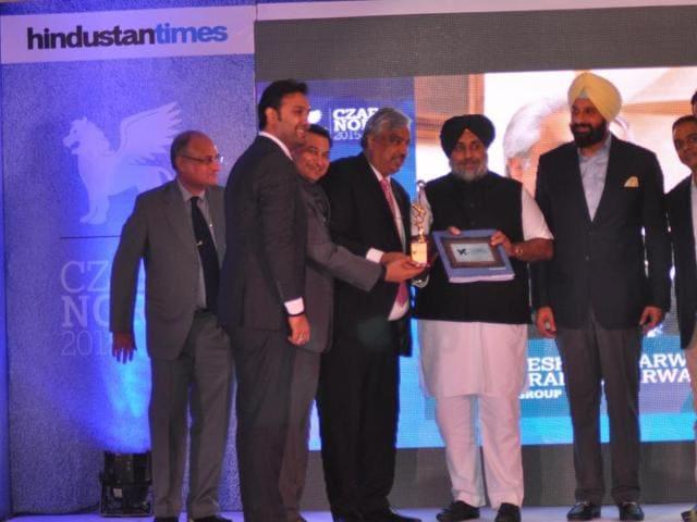 Dignitaries during the Czars of North India-2015 award function and (right) Punjab deputy CM Sukhbir Singh Badal (centre), revenue minister Bikram Singh Majithia (right) honouring director, Max Hospital, Dr Manuj Wadhwa at Taj, Sector 17, Chandigarh.