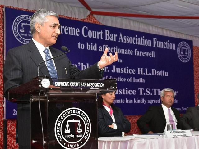 Chief Justice Tirath Singh Thakur speaks at a farewell function for ex-CJI HL Dattu (extreme right) in New Delhi.