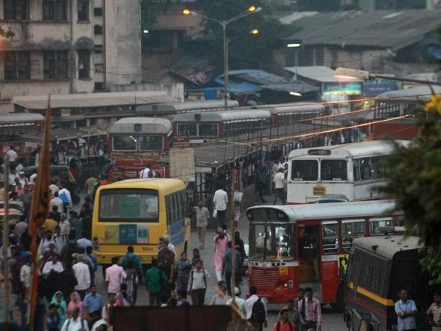 Thanks to illegal hawkers, autorickshaws and illegal structures, commuters have to spend an hour to travel from Kurla railway station to Bandra-Kurla Complex, a distance that should ideally be covered in 10 minutes.