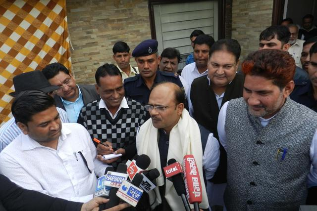 BJP national general secretary and party in-charge of Haryana affairs Anil Jain (centre) interacting with mediapersons at Sirsa on Thursday.