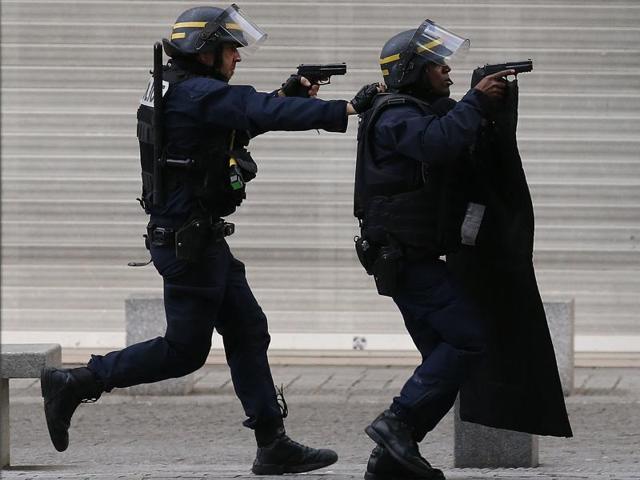 Paris attacks,Islamic State,MI5