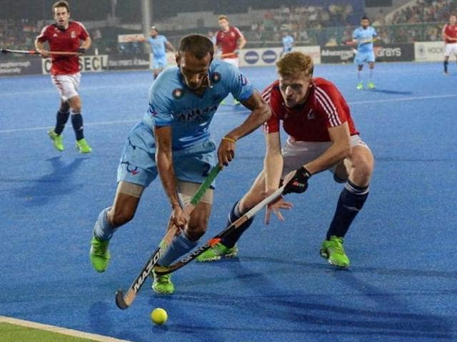 India and Great Britain players compete for the ball during the Hockey World League (HWL) quarterfinal match in Raipur on December 3, 2015.