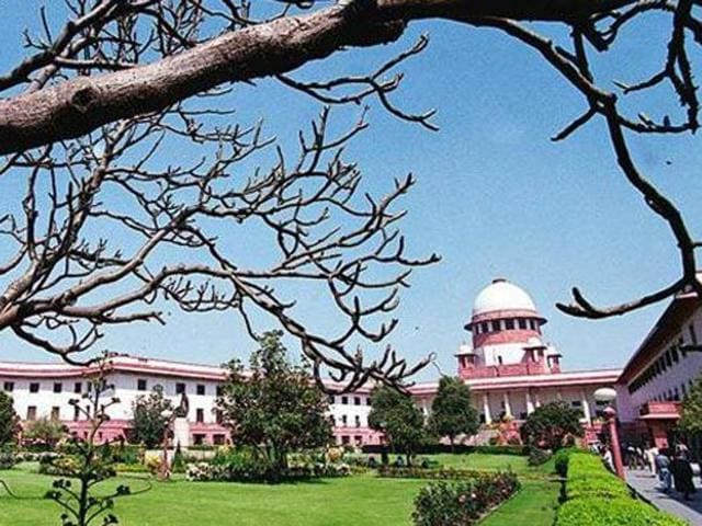 A team of officials from the Central Pollution Control Board (CPCB) on Friday collected air samples from inside the Supreme Court to check if the particulate matter was above the normal level.
