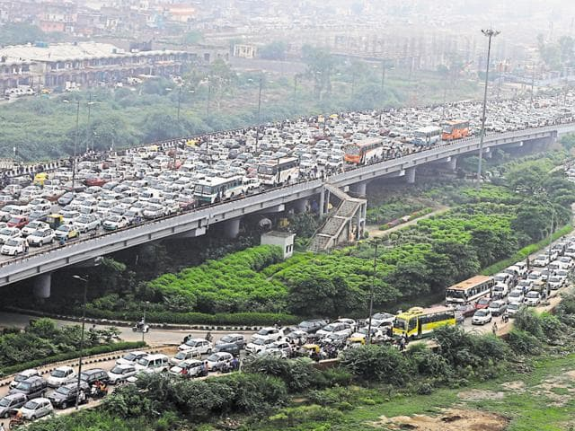 A massive traffic jam halts vehicular movement on NH-24, in New Delhi. A huge volume of cars cause massive traffic holdups and a spike in pollution in the national capital.