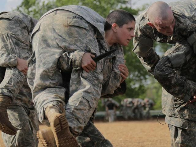 Defence Secretary Ashton Carter overturned the 1994 rule prohibiting women from artillery, armour, infantry and similar combat roles in the US defence forces, effective January 1, 2016.