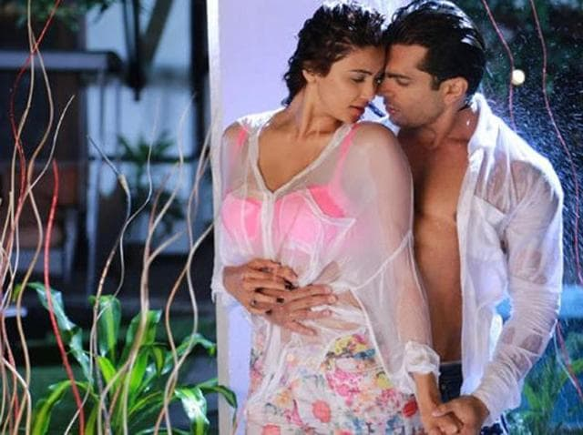 Daisy Shah and Karan Singh Grover in a steamy shot from Hate Story 3. (YouTube)