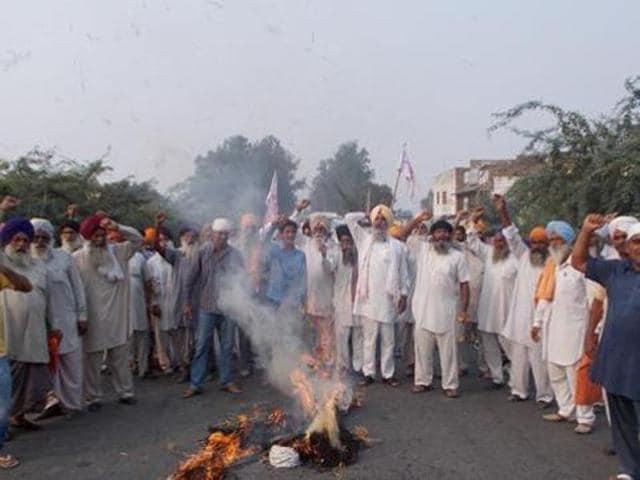 farmers,protest,effigies