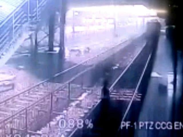 A video grab of the teenaged girl standing on the railway tracks at Malad railway station in Mumbai.