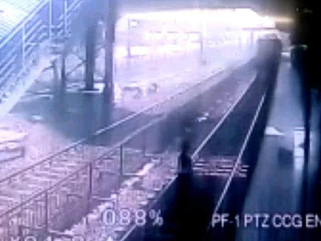 Mumbai,Train,Suicide