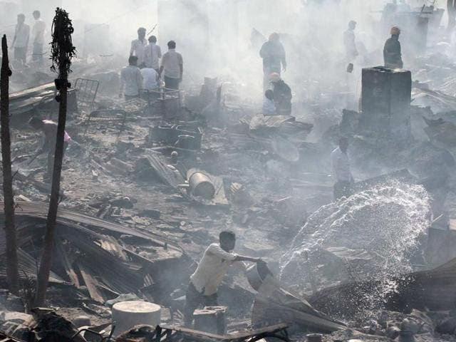 Nearly 1,000 shanties were also gutted in the fire that engulfed the slums in Damu Nagar near Akurli road.